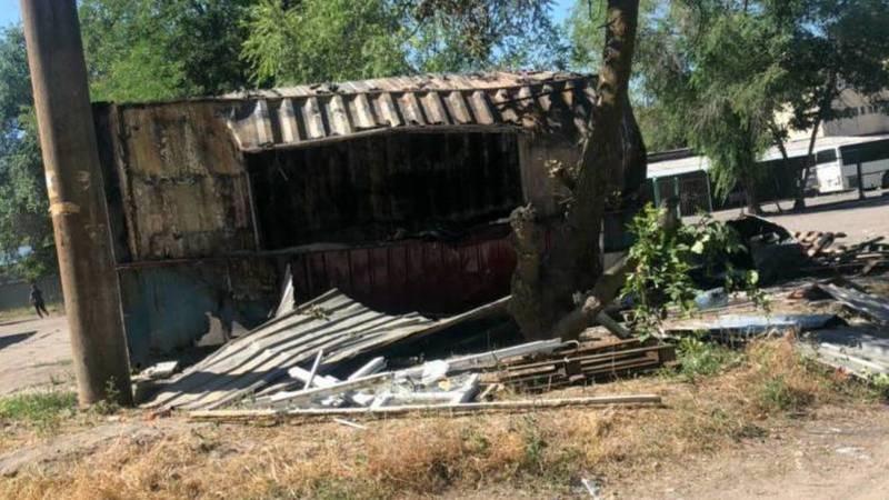 Взрыв уничтожил точку фастфуда в Бишкеке. Видео