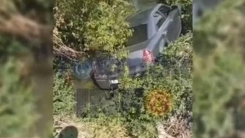 В Токмоке девушка не справилась с управлением, автомобиль слетел в кювет. Видео