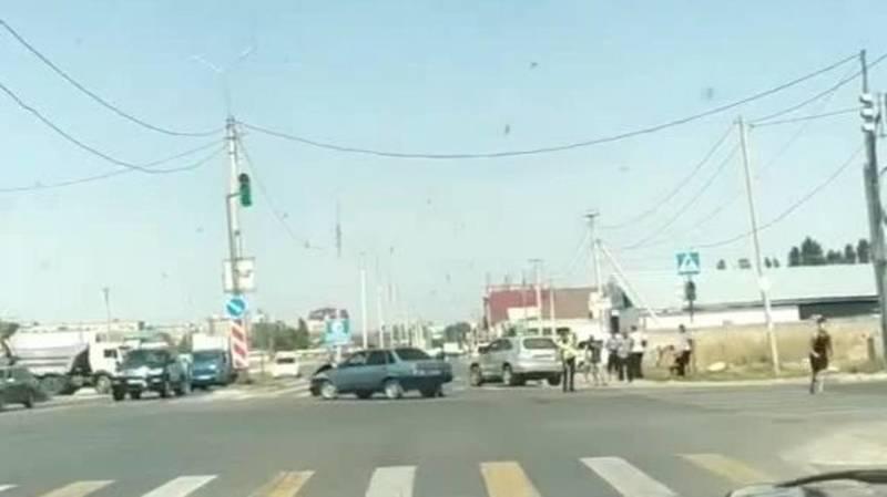 На ул.Чортекова столкнулись две легковушки. Видео с места аварии