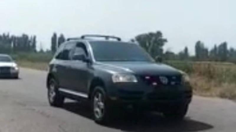 В Токмоке на видео сняли колонну автомашин с тонировкой и без номеров. По carcheck у всех есть штрафы