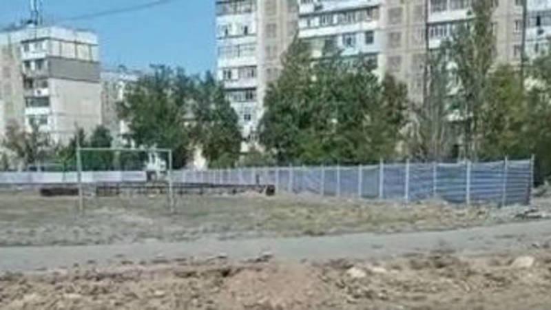 На стадионе школы №56 строится мини-футбольное поле, - мэрия