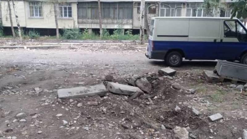 На ул.Усенбаева уже больше трех месяцев не могут закончить ремонт, - бишкекчанка
