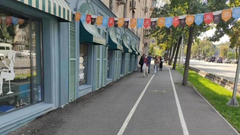 Рекламные штендеры убраны с тротуара по ул.Манаса. Фото