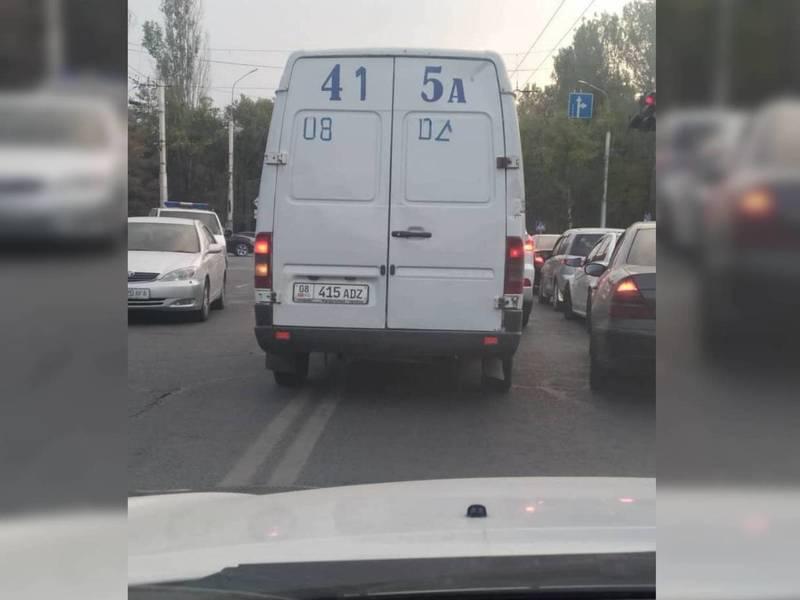 На Байтик Баатыра - Токомбаева водитель «Мерседеса» пересек двойную сплошную линию. Фото