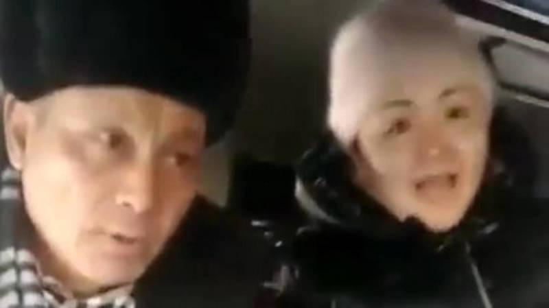 Женщина материт, бьет и пинает водителя маршрутки. Видео