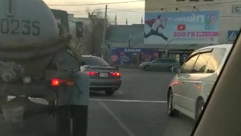 Две «Хонда» заехали за стоп-линию, - очевидец