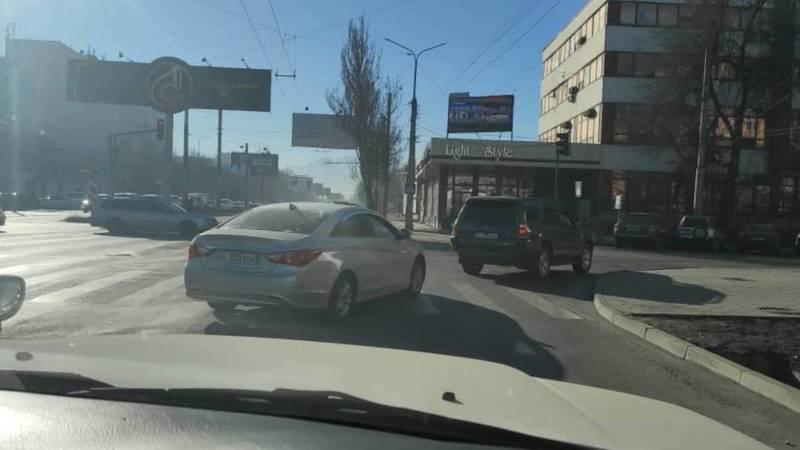 «Хендай» со штрафами 91,5 тыс. сомов проехал на красный на Ибраимова