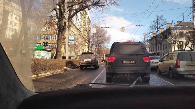 Lexus LX 470 проехал по встречке на Московской. Фото