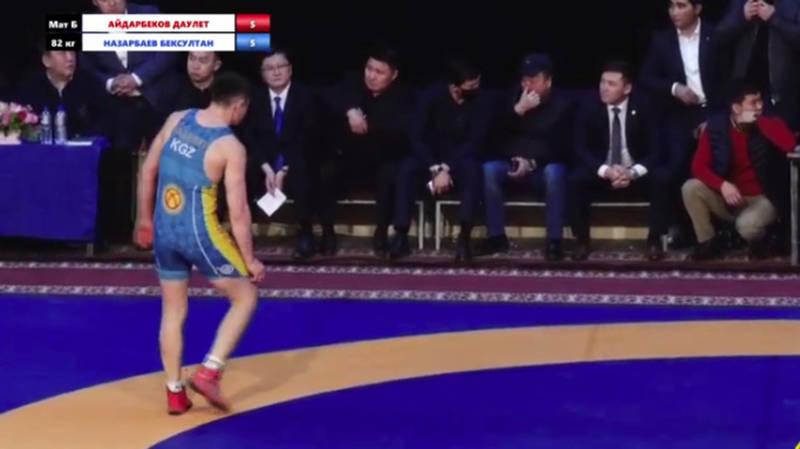 Чемпионат по борьбе во время пандемии проходит со зрителями. Перед ними выступил министр К.Иманалиев. Видео