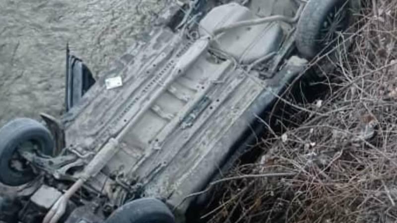 В Ошской области «Хонда CR-V» слетела с моста и упала в реку. Видео