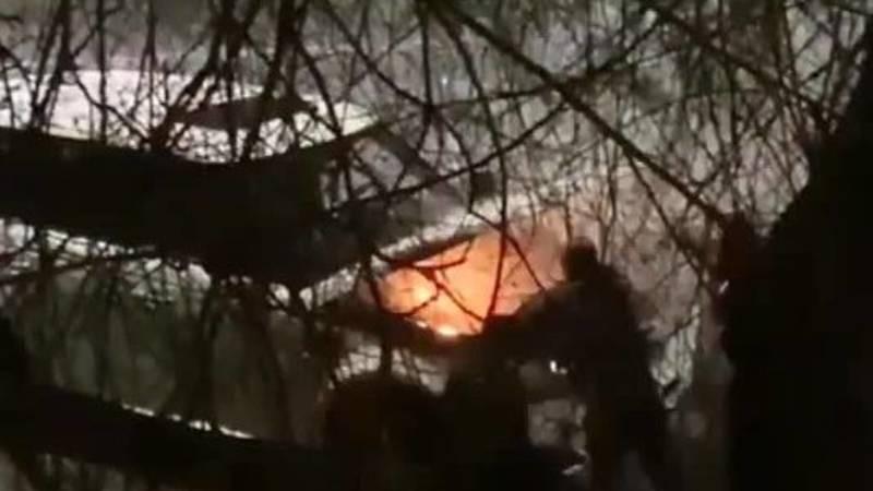 На Гоголя загорелся внедорожник, прохожие сумели потушить огонь. Видео