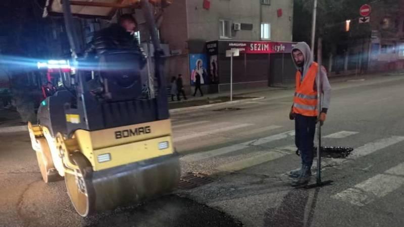 «Бишкекасфальтсервис» сделал ямочный ремонт на Киевской после жалобы водителя. Фото