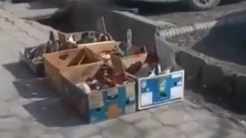 На тротуаре по ул.Айни организовали стихийный рынок. Видео