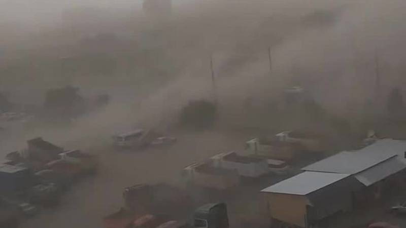 «У автостоянки в Джале великая миссия – она обеспечивает пылью». Видео