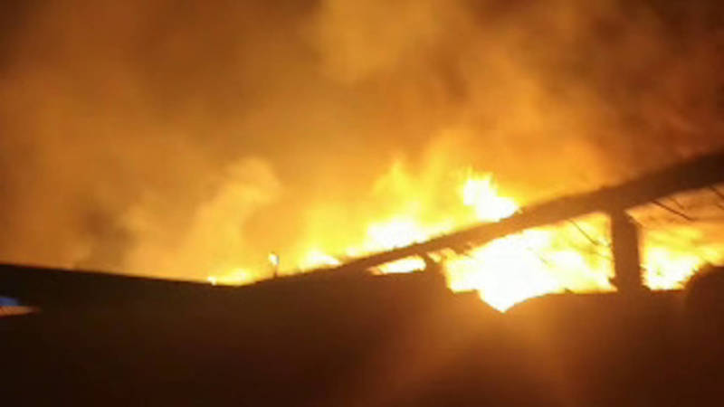 В Шопокове сгорели бани на колесах. Видео