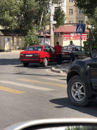 Парковка на перекрестке Чуй-Бейшеналиевой