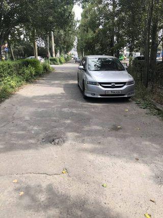 Парковка на тротуаре на ул.Токомбаева