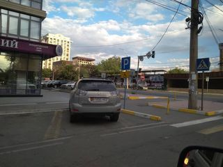 "На машине нет знака ""Инвалид"" на Исанова-Токтогула"