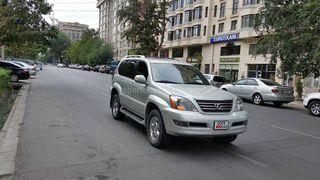 Езда по встречке по улице Боконбаева недалеко от ул. Тыныстанова