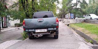 Парковка на тротуаре на ул.Байтик Баатыра