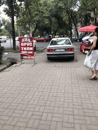 Езда по тротуару на Чуй-Тоголок Молдо