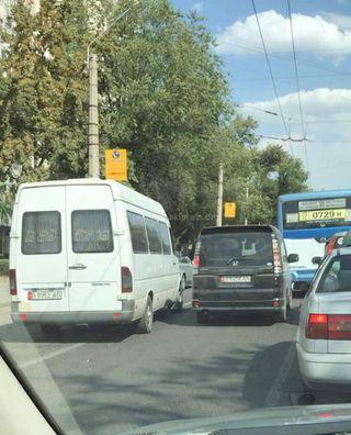 Выезд на полосу для общественного транспорта на ул.Московской