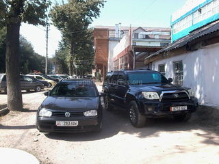 Парковка на тротуаре на Жибек Жолу-Абдрахманова