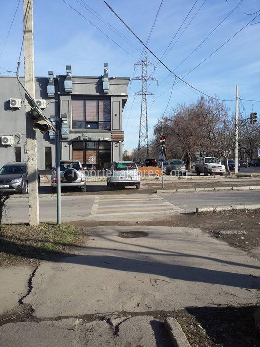Парковка на пешеходном переходе госномер: B3475AK