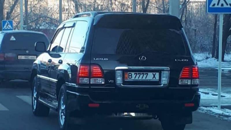 На ул.Медерова замечен затонированный «Лексус», за ним числятся штрафы на 11 тыс. сомов