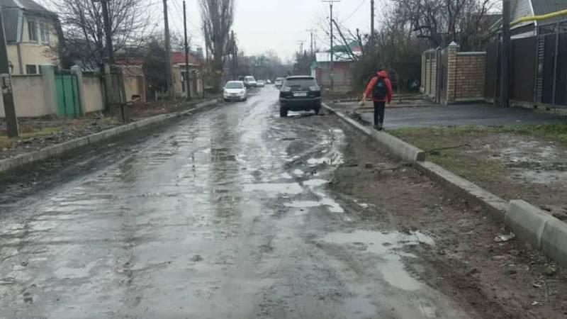 Скоро новый год, а ремонт на ул.М.Джалиля до сих пор не завершен, - житель