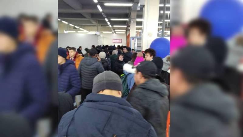 В Центре обслуживания населения на ул.Валиханова большие очереди. Фото