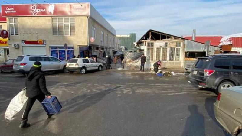 Вокруг рынка Орто-Сай проводится рейд по ликвидации и недопущению стихийной торговли. Фото