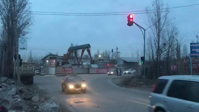 На Элебесова-Курманалиева на месте тротуара строят неизвестный объект, - житель
