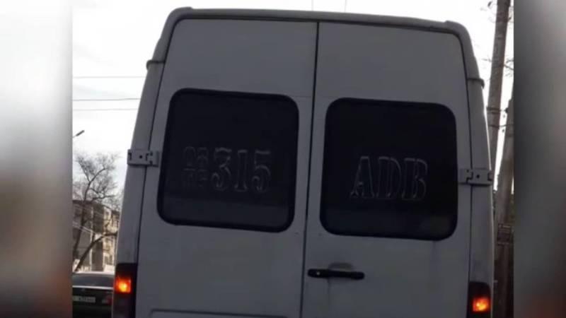 В Бишкеке сильно дымит «Спринтер». Видео
