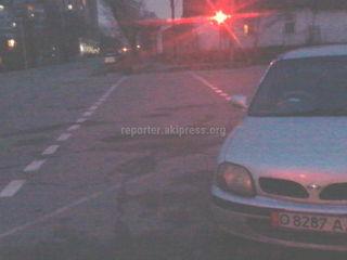 Парковка на «зебре» на Рыскулова-Бейшеналиевой