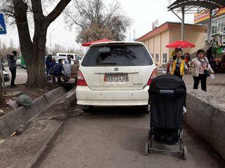 Парковка на тротуаре на ул.Жукеева-Пудовкина