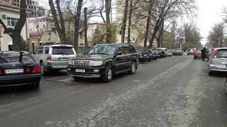 Езда по встречке на улице Тоголок  Молдо
