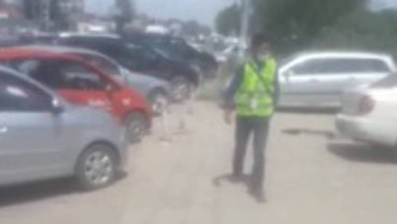 Законно ли берут деньги за парковку на ул. 7 апреля возле Аламединского рынка? - горожанин. Видео