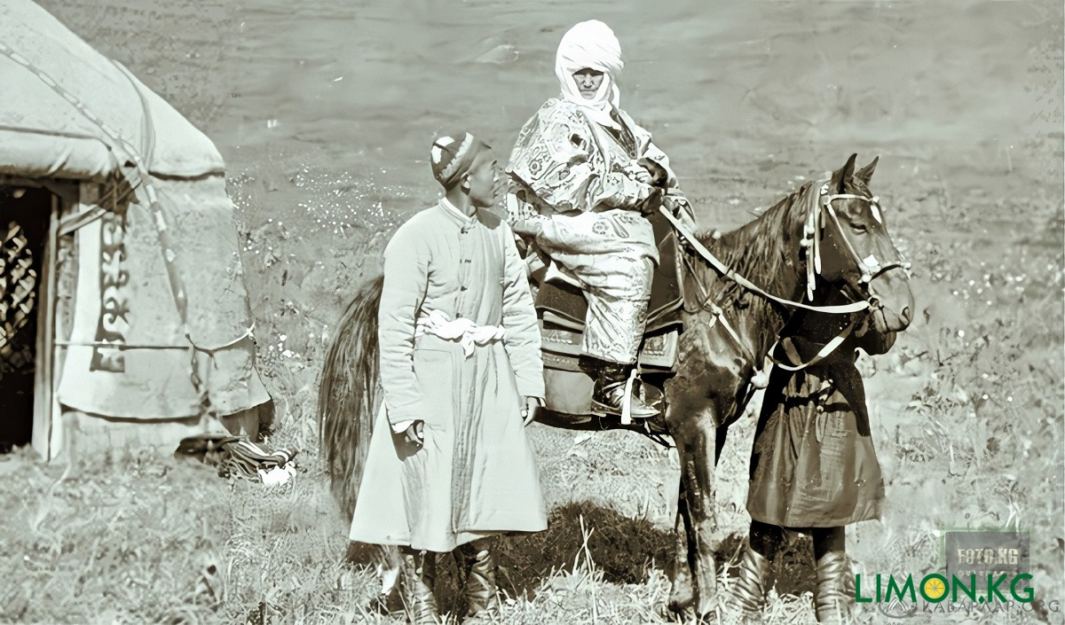 Курманжан Датка б