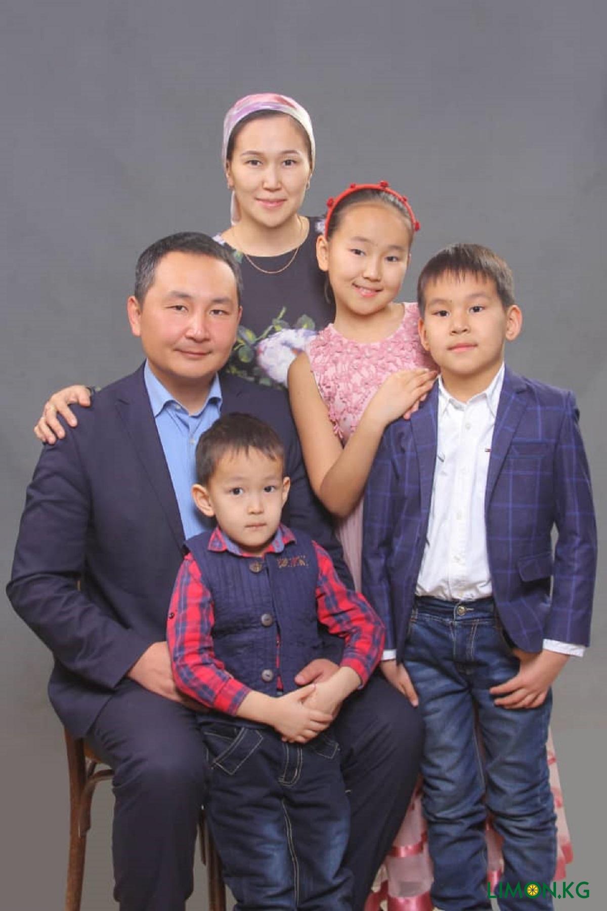 Айбек Бусурманкулов со своей семьей (1)